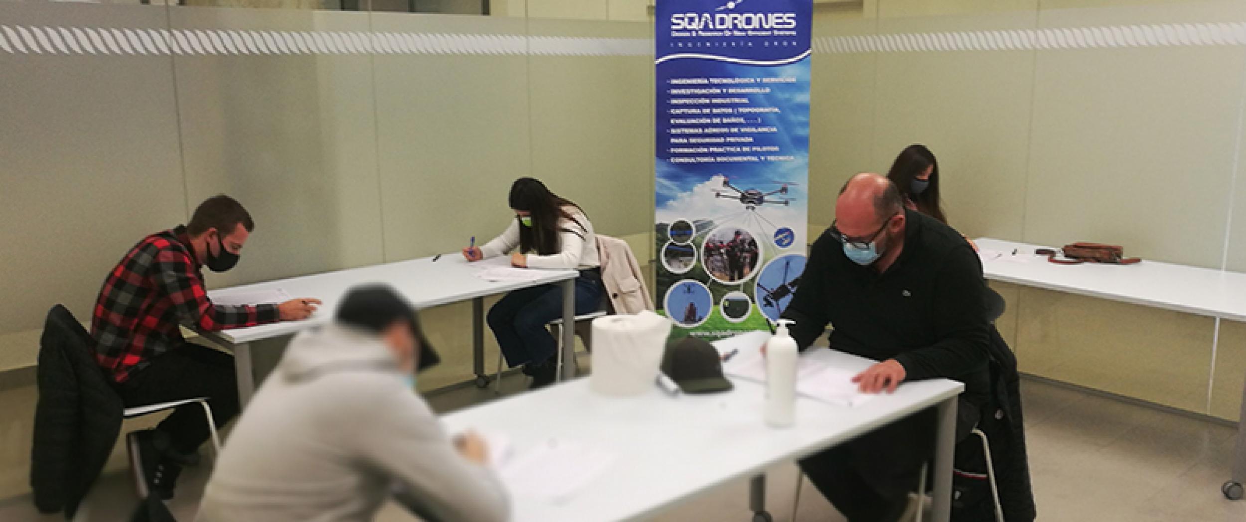 Títulos de pilotos de drones - SQAdrones'